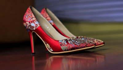 Как назвать и открыть интернет-магазин женской одежды, обуви и аксессуаров?